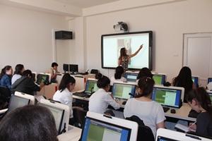 Le laboratoire d'enseignement numérique du lycée 119, idéal pour l'enseignement des langues étrangères.